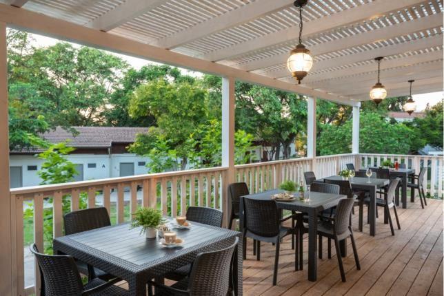 ארוחה במרפסת - כפר הנופש מזרע